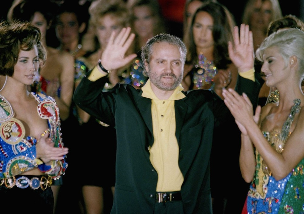 Fashion designer Gianni Versace is applauded by his models, March 1991. (AP  Photo)